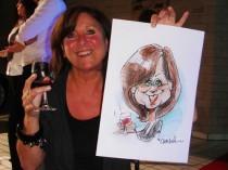 sneltekening van wijndrinkende dame
